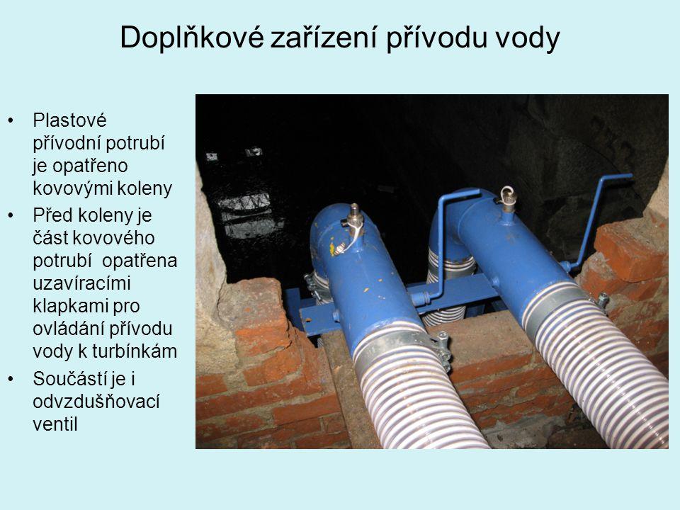 Doplňkové zařízení přívodu vody Plastové přívodní potrubí je opatřeno kovovými koleny Před koleny je část kovového potrubí opatřena uzavíracími klapka