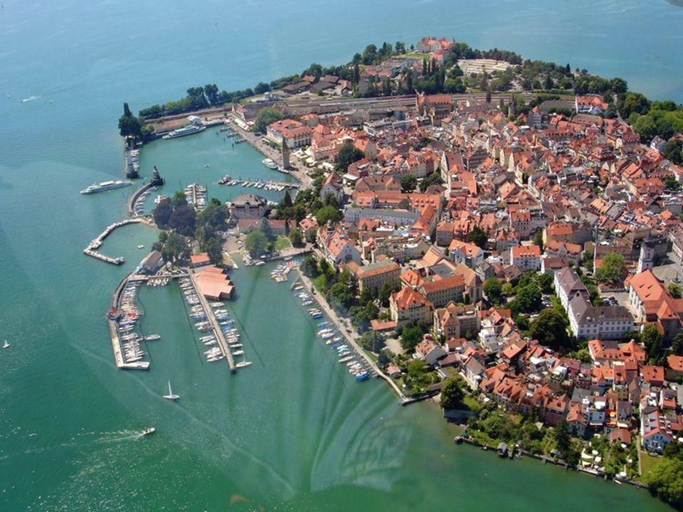 Města okolo jezera spojuje pravidelná lodní doprava.