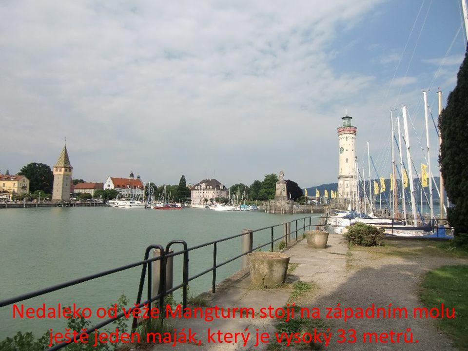 Při hezkém počasí se můžete z přístavu pokochat pohledem přes jezero na nedaleké rakouské a švýcarské Alpy.