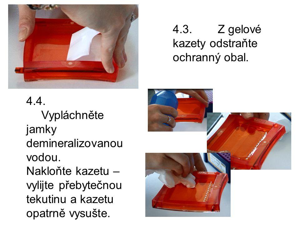 4.3.Z gelové kazety odstraňte ochranný obal. 4.4.