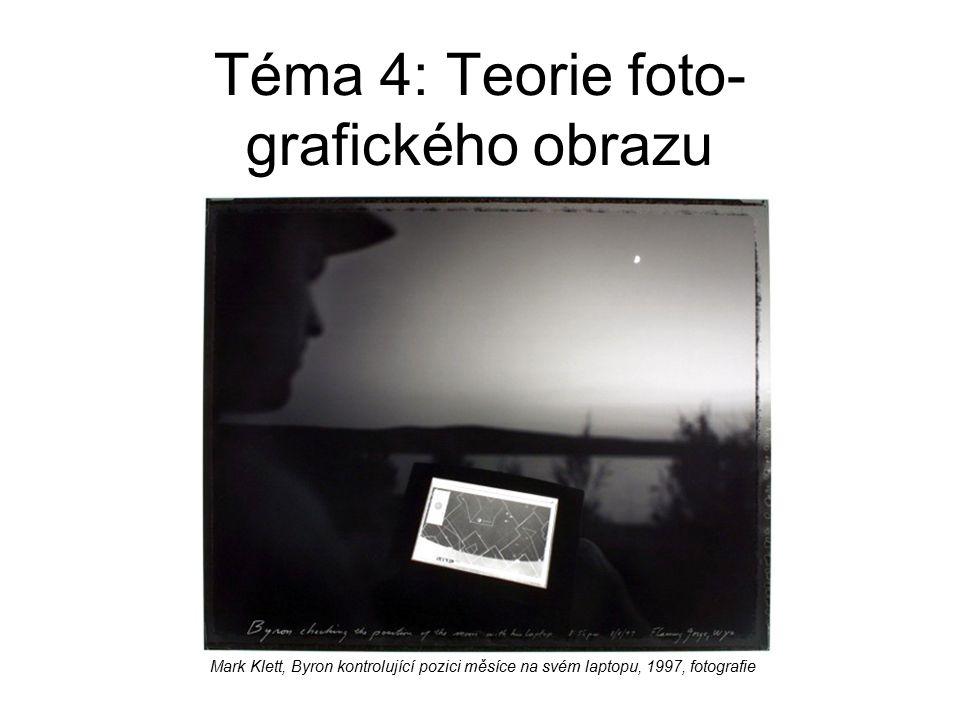 Téma 4: Teorie foto- grafického obrazu Mark Klett, Byron kontrolující pozici měsíce na svém laptopu, 1997, fotografie
