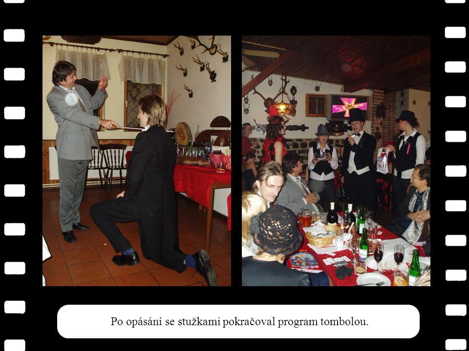 """Slavnostní pasování a prof. Poschlová """"na koberečku"""