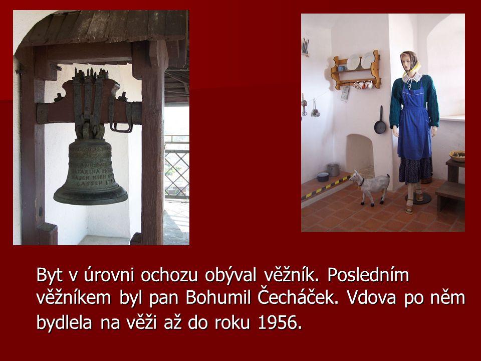Byt v úrovni ochozu obýval věžník. Posledním věžníkem byl pan Bohumil Čecháček.