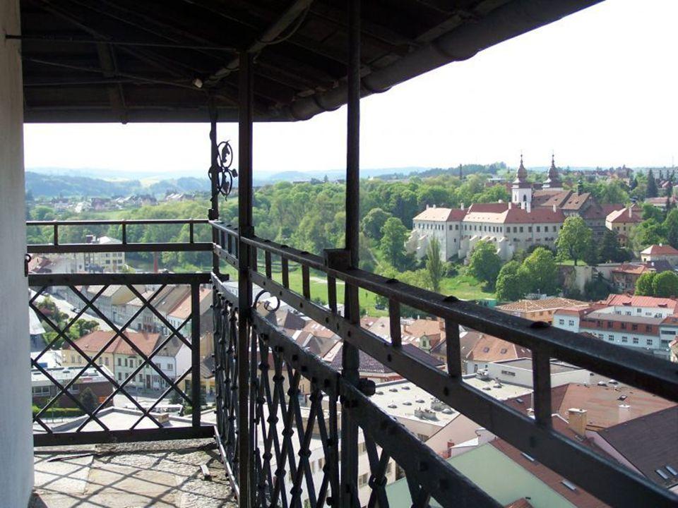 Technické údaje Výška věže od terénu po vrcholek kříže je 75 m.