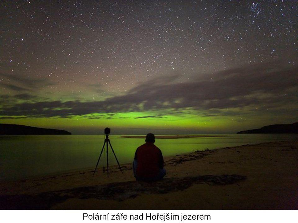 Polární záře nad Hořejším jezerem