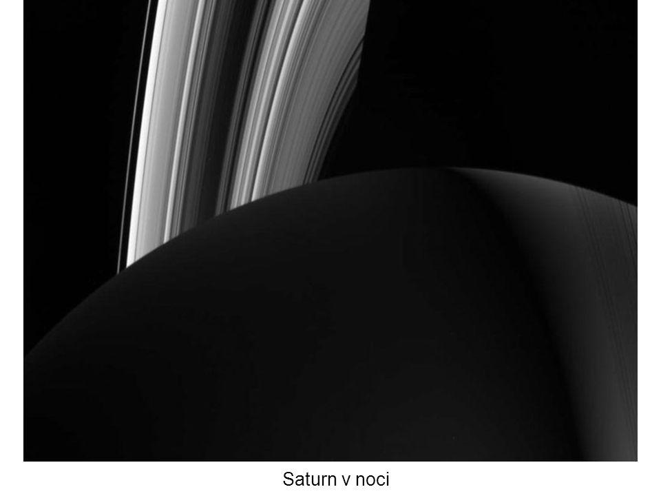 Saturn v noci