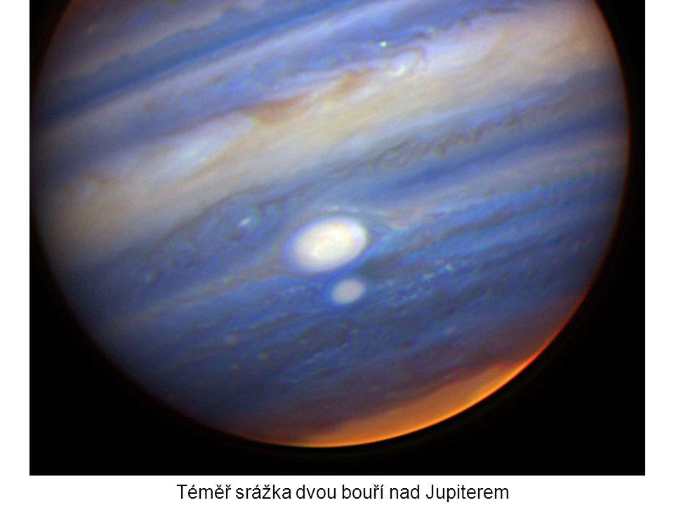 Téměř srážka dvou bouří nad Jupiterem