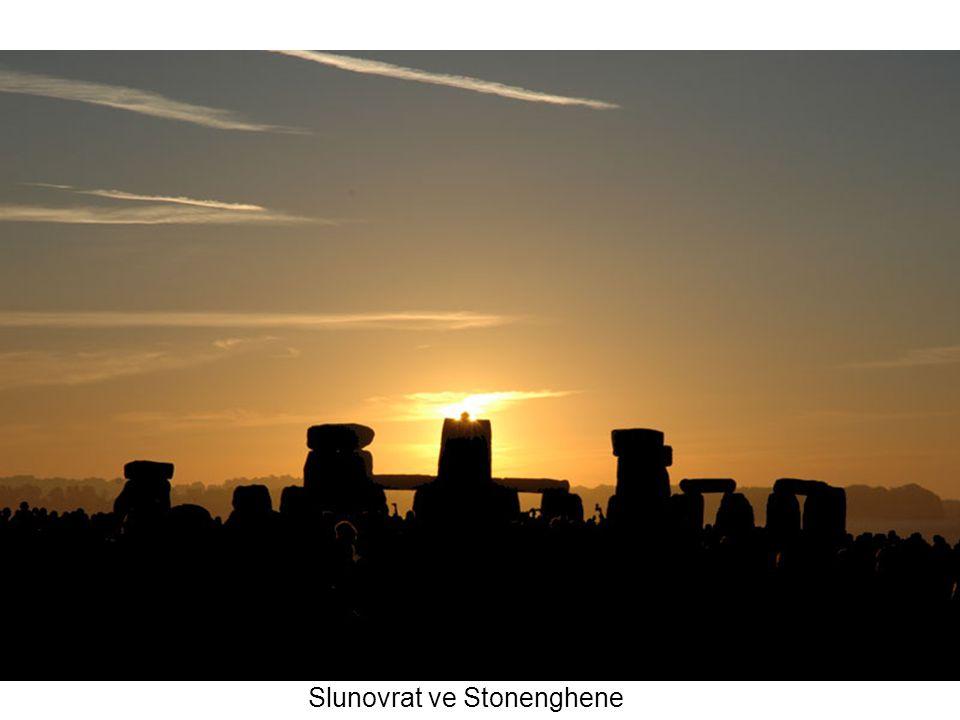 Slunovrat ve Stonenghene