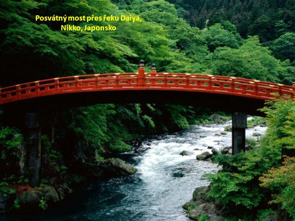 Posvátný most přes řeku Daiya, Nikko, Japonsko