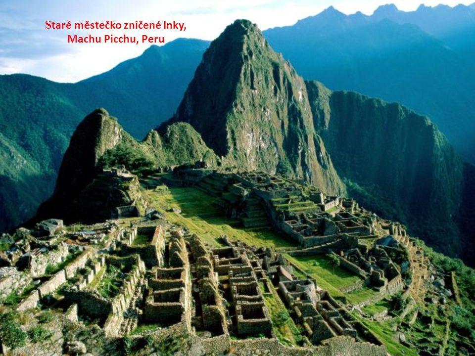 S taré městečko zničené Inky, Machu Picchu, Peru