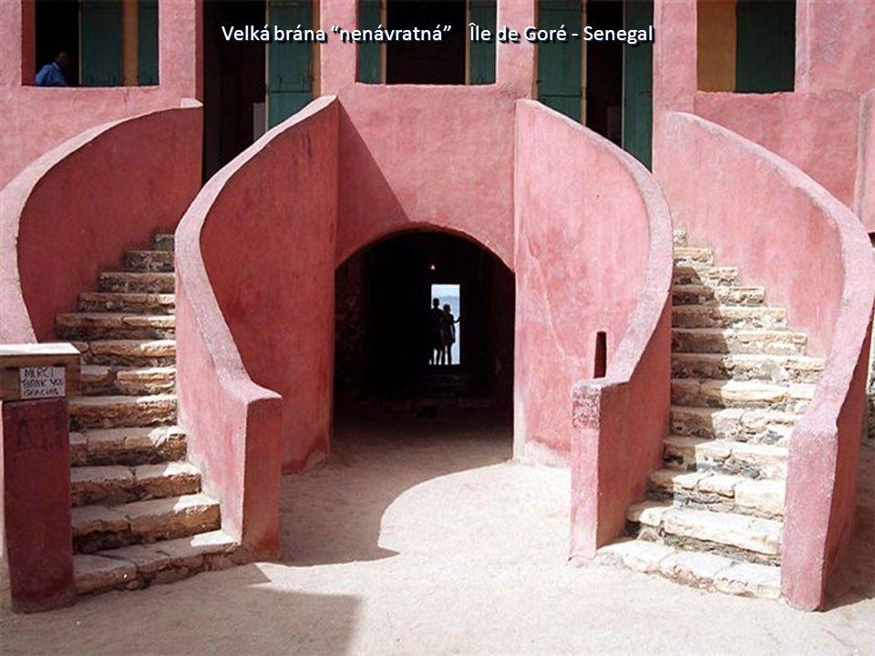 """Velká brána """"nenávratná"""" Île de Goré - Senegal"""
