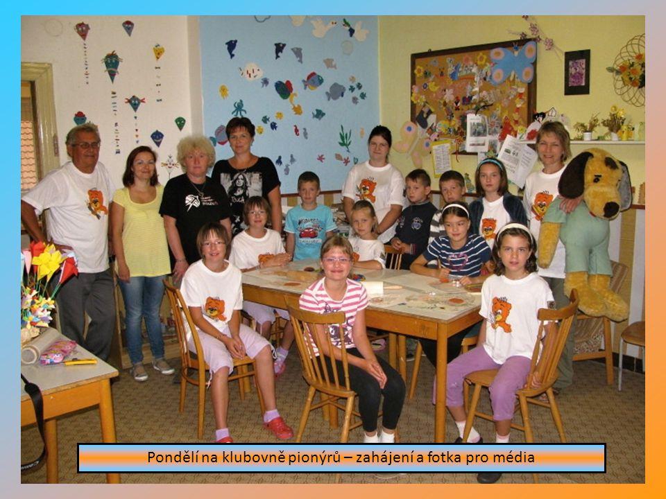 27. – 31.srpna 2012 Příměstském tábor v Nepomuku byl zaměřen na ručn í pr á ce a turistiku. Každý den byl věnov á n jednomu ročn í mu obdob í. Začínal
