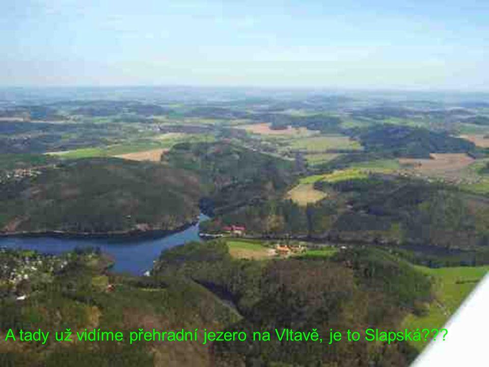 A tady už vidíme přehradní jezero na Vltavě, je to Slapská???