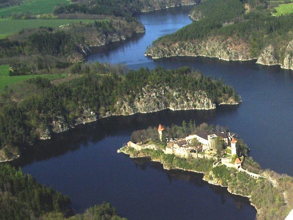 Hrad Zvíkov u soutoku Vltavy s Otavou