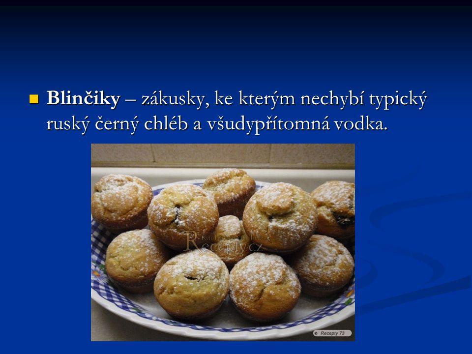 Blinčiky – zákusky, ke kterým nechybí typický ruský černý chléb a všudypřítomná vodka. Blinčiky – zákusky, ke kterým nechybí typický ruský černý chléb