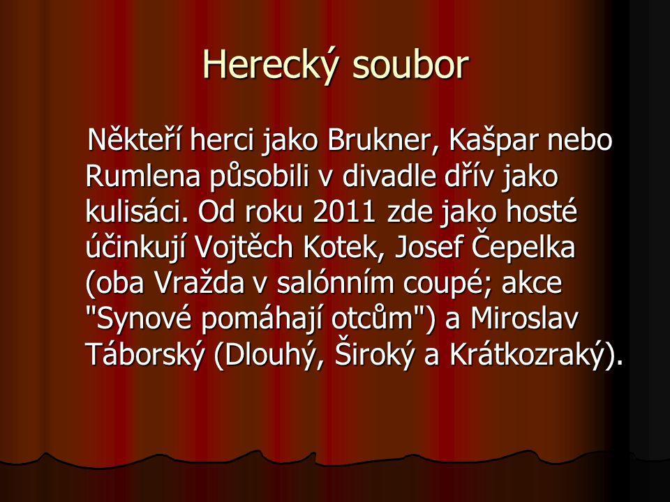 Herecký soubor Někteří herci jako Brukner, Kašpar nebo Rumlena působili v divadle dřív jako kulisáci. Od roku 2011 zde jako hosté účinkují Vojtěch Kot