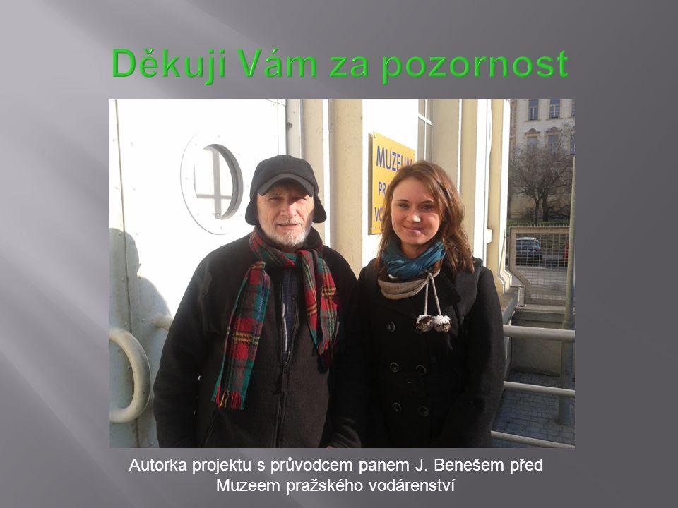 Autorka projektu s průvodcem panem J. Benešem před Muzeem pražského vodárenství