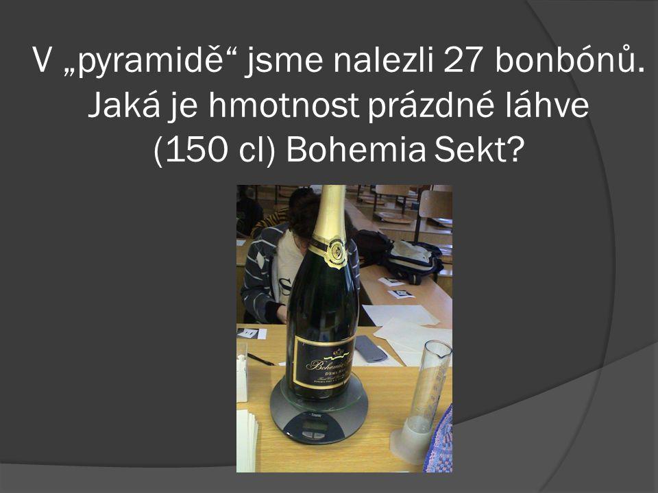 """V """"pyramidě jsme nalezli 27 bonbónů. Jaká je hmotnost prázdné láhve (150 cl) Bohemia Sekt"""