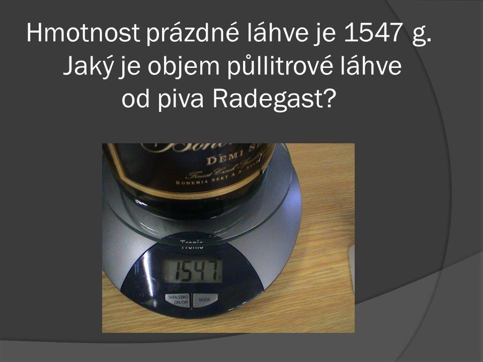 Hmotnost prázdné láhve je 1547 g. Jaký je objem půllitrové láhve od piva Radegast
