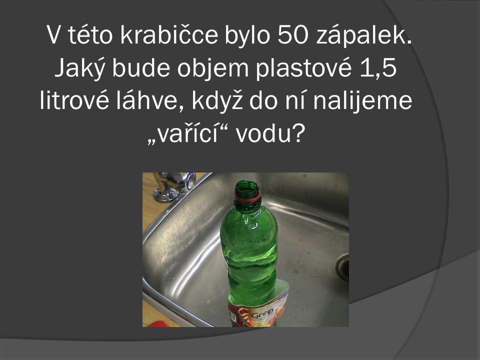 Objem plastové láhve byl 924 ml. Kolik mililitrů vody se vejde do kafáče?