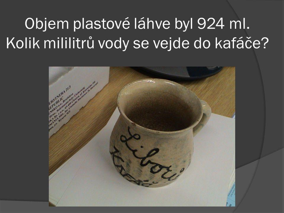 Objem plastové láhve byl 924 ml. Kolik mililitrů vody se vejde do kafáče