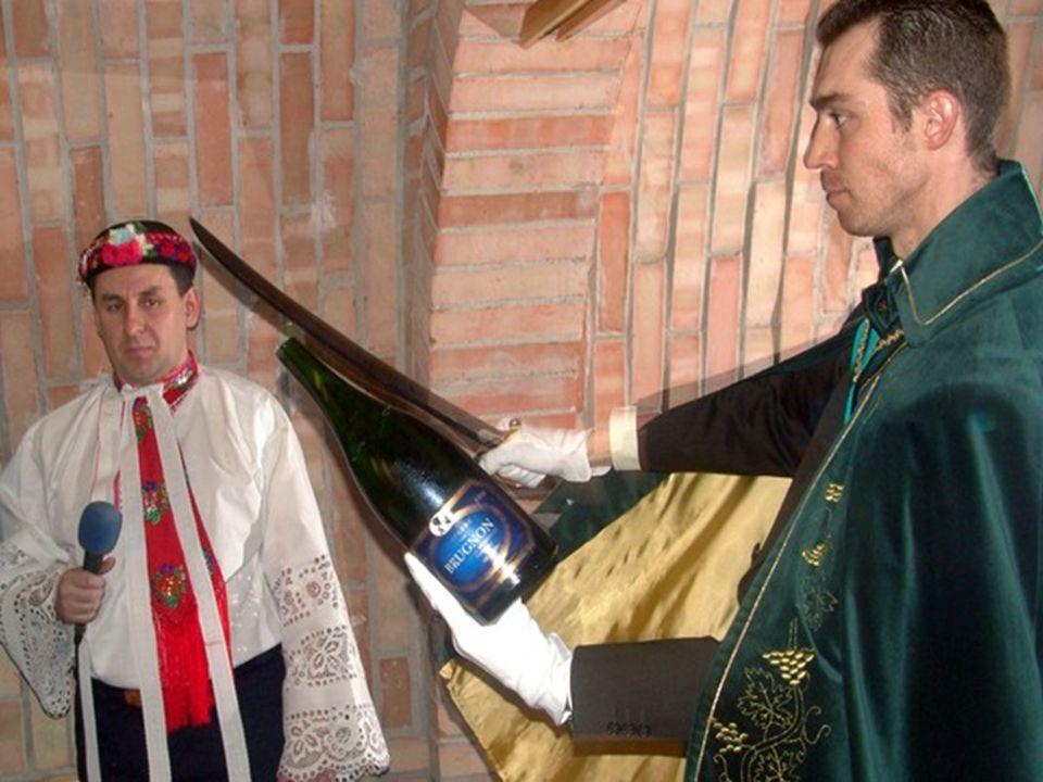 Inventář Příručník Číšnický nůž Podšálek na korek a podšálek na kapsli a agrafu Degustační sklenice pro sommeliera Chladič na víno Sklenice na šumivé víno