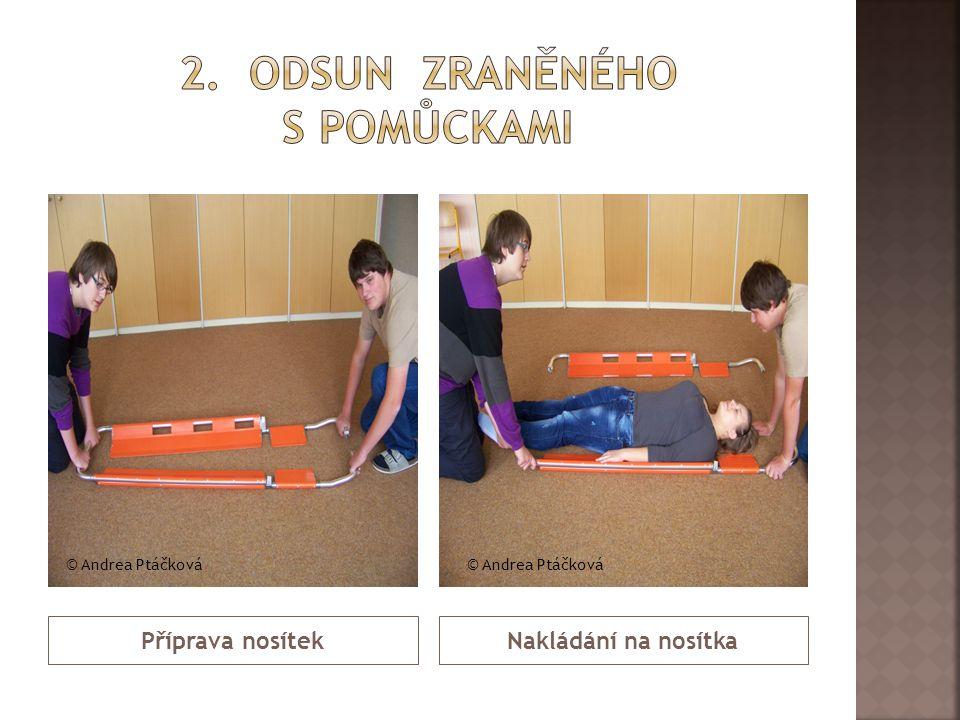 Příprava nosítekNakládání na nosítka © Andrea Ptáčková