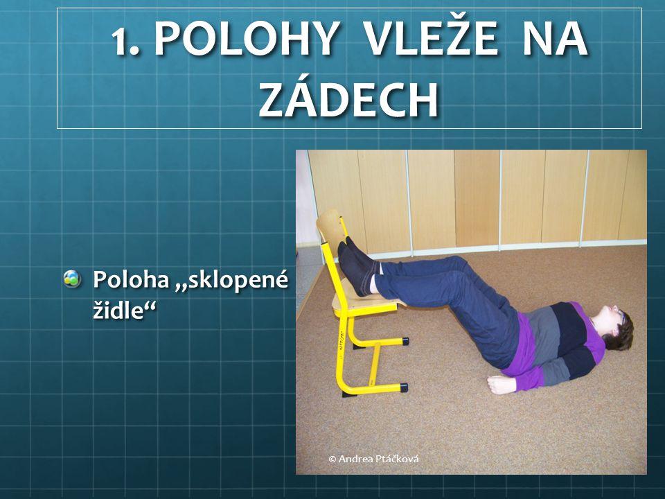 """1. POLOHY VLEŽE NA ZÁDECH Poloha """"sklopené židle"""" © Andrea Ptáčková"""