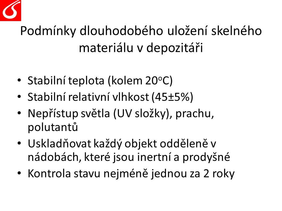 Podmínky dlouhodobého uložení skelného materiálu v depozitáři Stabilní teplota (kolem 20 o C) Stabilní relativní vlhkost (45±5%) Nepřístup světla (UV