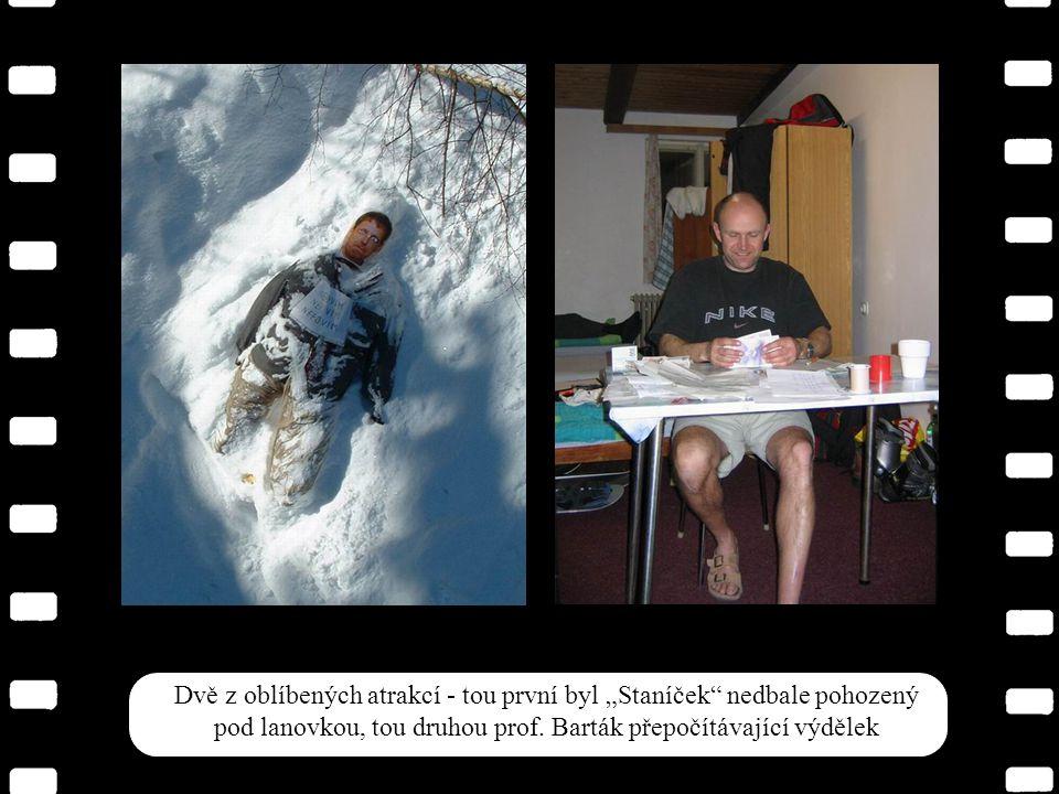 Prof.Kubera a Filip, náš doprovod. Ptáte se, co hledají.