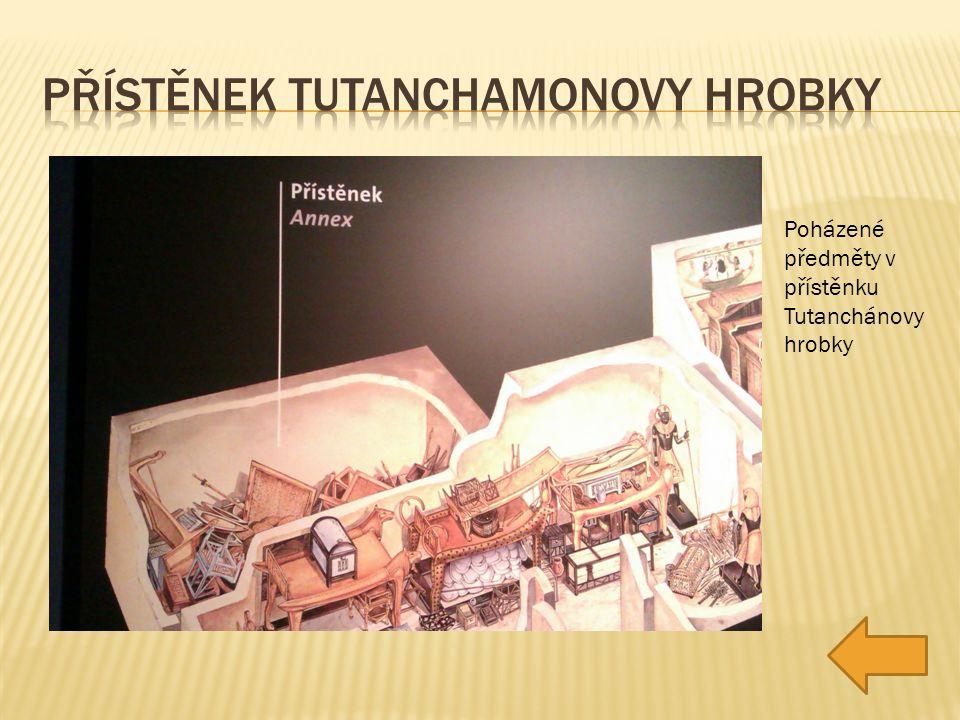 Poházené předměty v přístěnku Tutanchánovy hrobky
