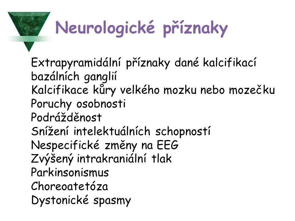 Extrapyramidální příznaky dané kalcifikací bazálních ganglií Kalcifikace kůry velkého mozku nebo mozečku Poruchy osobnosti Podrážděnost Snížení intelektuálních schopností Nespecifické změny na EEG Zvýšený intrakraniální tlak Parkinsonismus Choreoatetóza Dystonické spasmy Neurologické příznaky