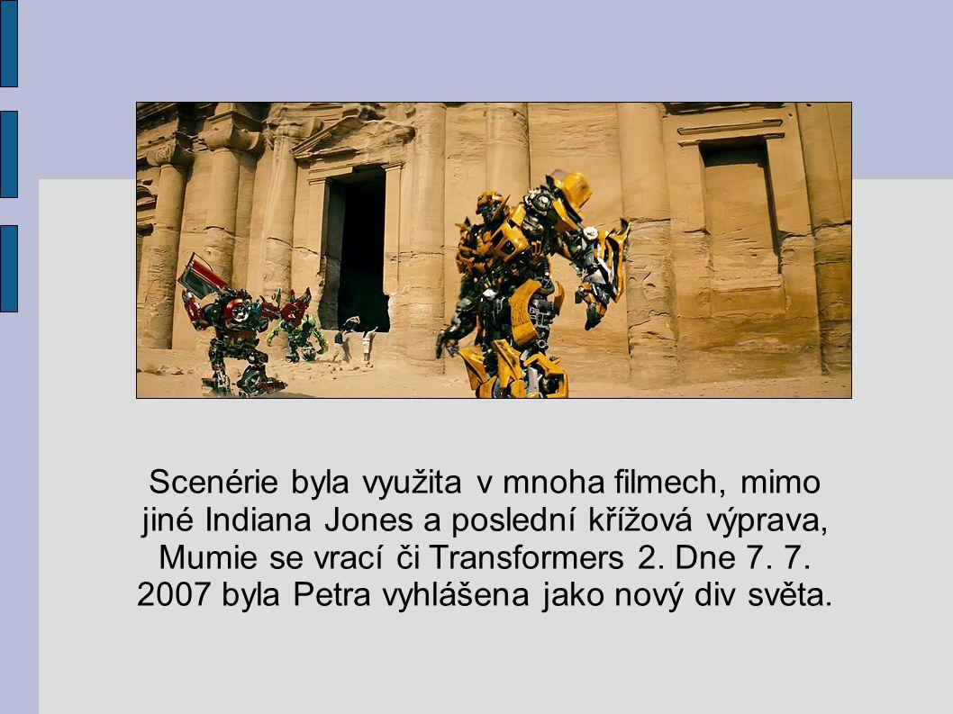 Scenérie byla využita v mnoha filmech, mimo jiné Indiana Jones a poslední křížová výprava, Mumie se vrací či Transformers 2. Dne 7. 7. 2007 byla Petra