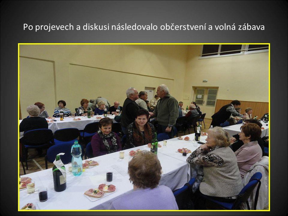 Po projevech a diskusi následovalo občerstvení a volná zábava