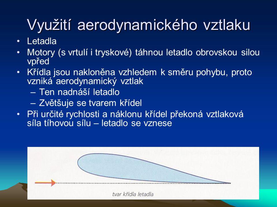 Využití aerodynamického vztlaku Letadla Motory (s vrtulí i tryskové) táhnou letadlo obrovskou silou vpřed Křídla jsou nakloněna vzhledem k směru pohyb