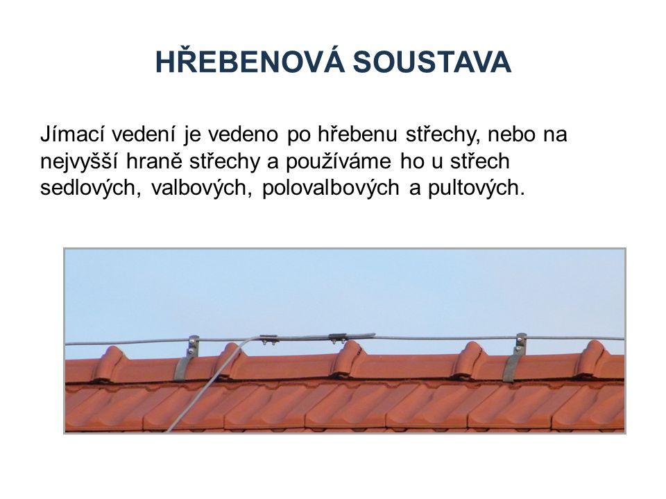 HŘEBENOVÁ SOUSTAVA Jímací vedení je vedeno po hřebenu střechy, nebo na nejvyšší hraně střechy a používáme ho u střech sedlových, valbových, polovalbov