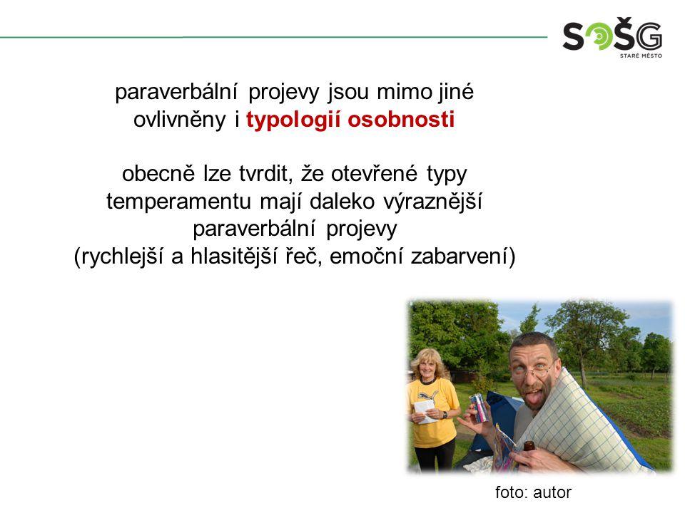 foto: autor paraverbální projevy jsou mimo jiné ovlivněny i typologií osobnosti obecně lze tvrdit, že otevřené typy temperamentu mají daleko výraznější paraverbální projevy (rychlejší a hlasitější řeč, emoční zabarvení)