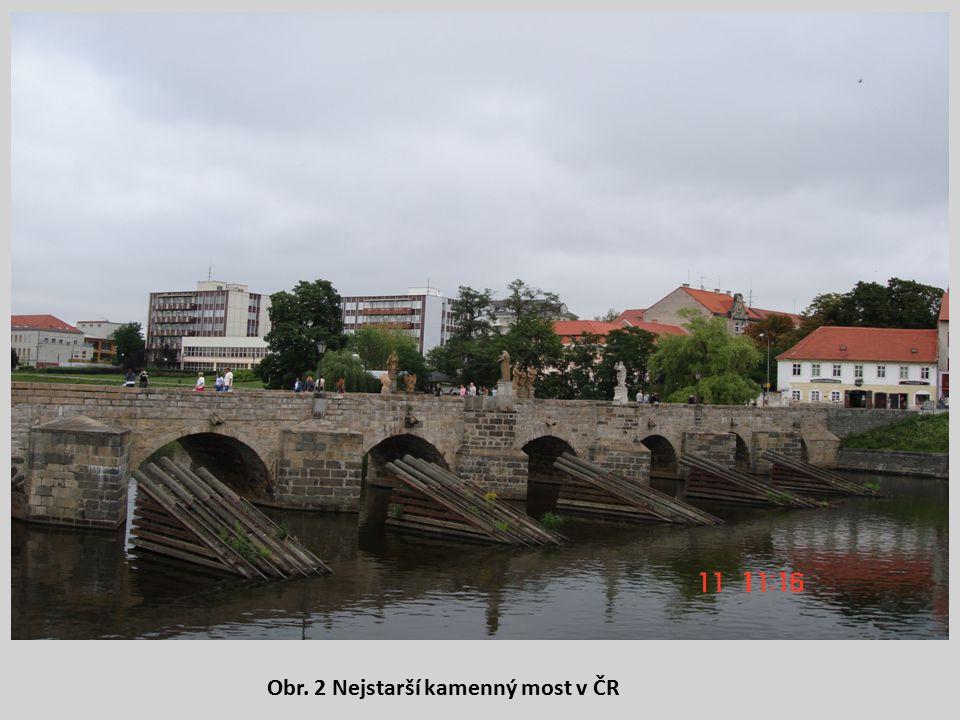 Obr. 2 Nejstarší kamenný most v ČR