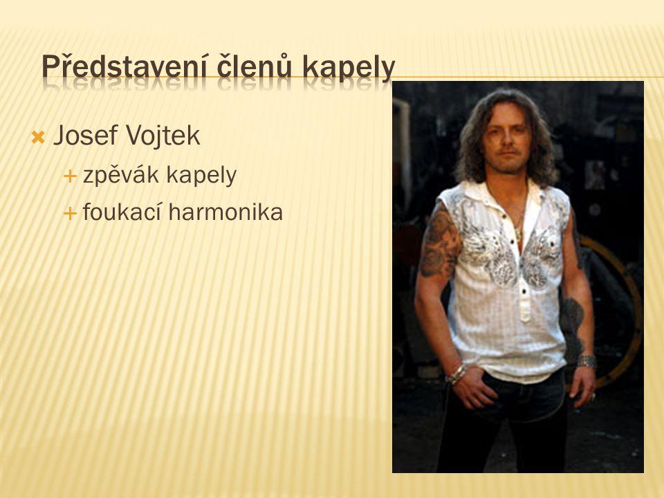  Josef Vojtek  zpěvák kapely  foukací harmonika