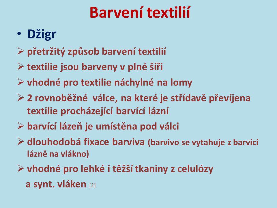 Barvení textilií Džigr Obr.1: Bavlnářská tkanina barvená na džigru (archiv autora).