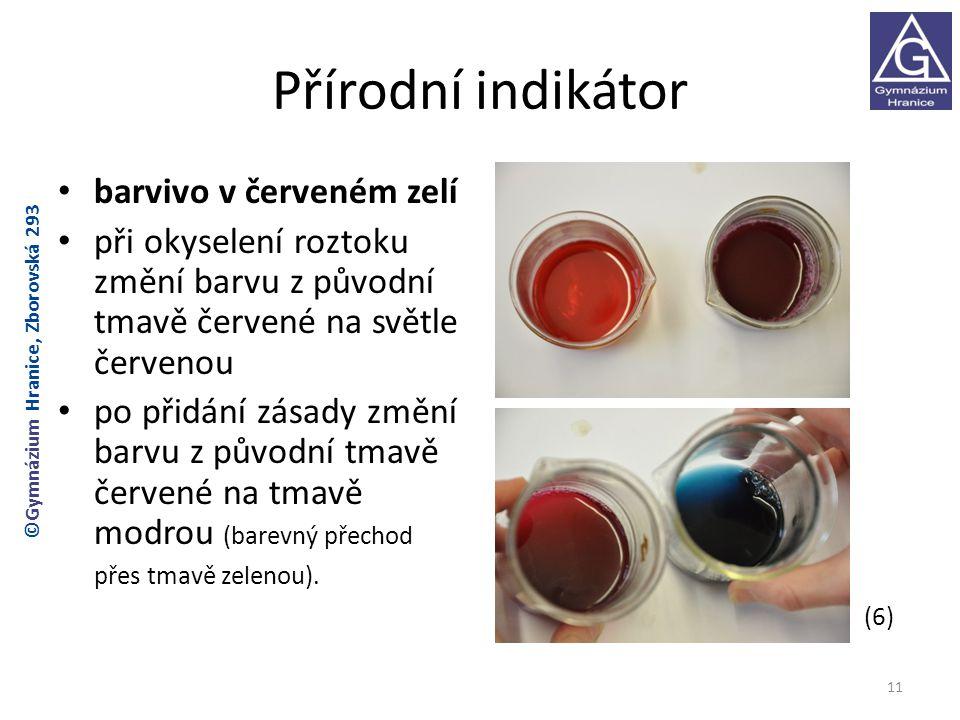 Přírodní indikátor barvivo v červeném zelí při okyselení roztoku změní barvu z původní tmavě červené na světle červenou po přidání zásady změní barvu z původní tmavě červené na tmavě modrou (barevný přechod přes tmavě zelenou).