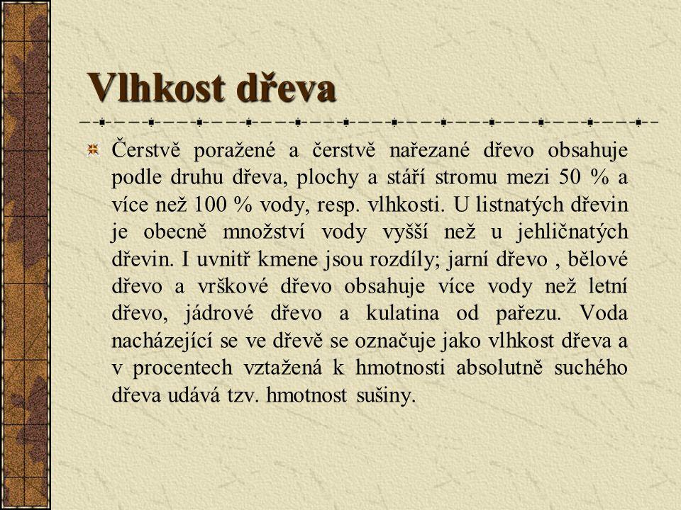 Vlhkost dřeva Čerstvě poražené a čerstvě nařezané dřevo obsahuje podle druhu dřeva, plochy a stáří stromu mezi 50 % a více než 100 % vody, resp.