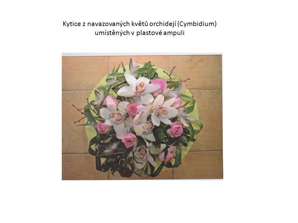 3) Vypichovaná kytice  charakteristická pro svatební a smuteční (dušičkovou) floristiku  květy s přírodními nebo navazovanými stonky vypichujeme do podložky nebo speciálního držáku  držáky jsou vyplněné aranžovací hmotou nebo vyrobené ze slámy, sena  výhody: menší časová náročnost využití všech květů a zeleně se zlomenými nebo krátkými stonky  rostlinný materiál zapichujeme dostatečně hluboko do aranžovací hmoty, aby nedocházelo k jejich vypadnutí