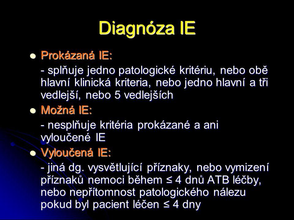 Echokardiografie Základní zobrazovací diagnostická metoda s dobrou senzitivitou a specificitou Základní zobrazovací diagnostická metoda s dobrou senzitivitou a specificitou - TTE – senzitivita 65% - TEE – senzitivita 85-95% Specifické situace: Specifické situace: - protézová IE – prakticky vždy nuté TEE (TTE má senzitivitu pouze 15-35%) - pravostranná IE – u některých pacientů může být zobrazení vegetací lepší u TTE projekcí