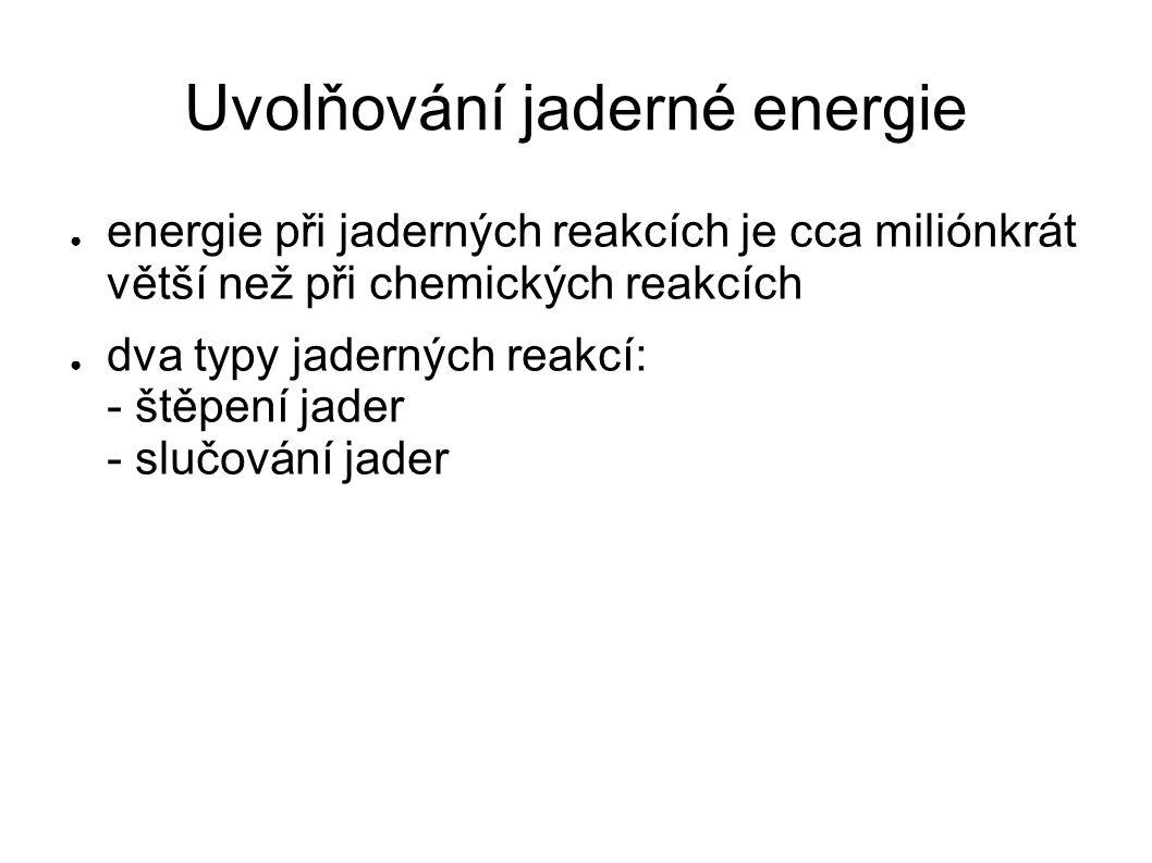 Uvolňování jaderné energie ● energie při jaderných reakcích je cca miliónkrát větší než při chemických reakcích ● dva typy jaderných reakcí: - štěpení jader - slučování jader