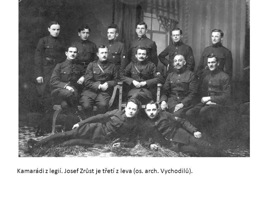 Kamarádi z legií. Josef Zrůst je třetí z leva (os. arch. Vychodilů).