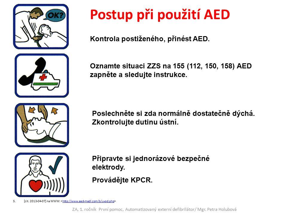 Kontrola postiženého, přinést AED. Oznamte situaci ZZS na 155 (112, 150, 158) AED zapněte a sledujte instrukce. Poslechněte si zda normálně dostatečně