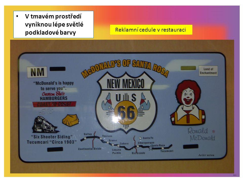 ©c.zuk V tmavém prostředí vyniknou lépe světlé podkladové barvy Reklamní cedule v restauraci Archiv autora