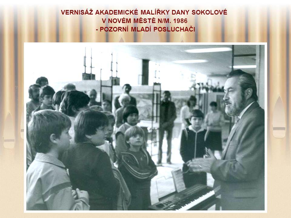 VERNISÁŽ AKADEMICKÉ MALÍŘKY DANY SOKOLOVÉ V NOVÉM MĚSTĚ N/M. 1986 - POZORNÍ MLADÍ POSLUCHAČI