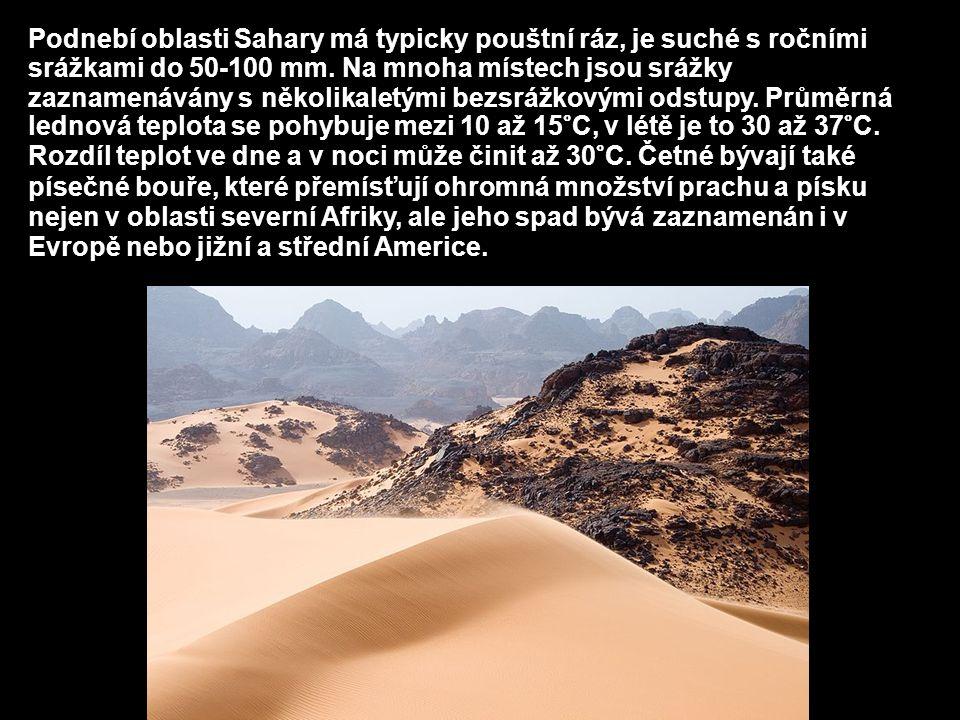 Podnebí oblasti Sahary má typicky pouštní ráz, je suché s ročními srážkami do 50-100 mm. Na mnoha místech jsou srážky zaznamenávány s několikaletými b